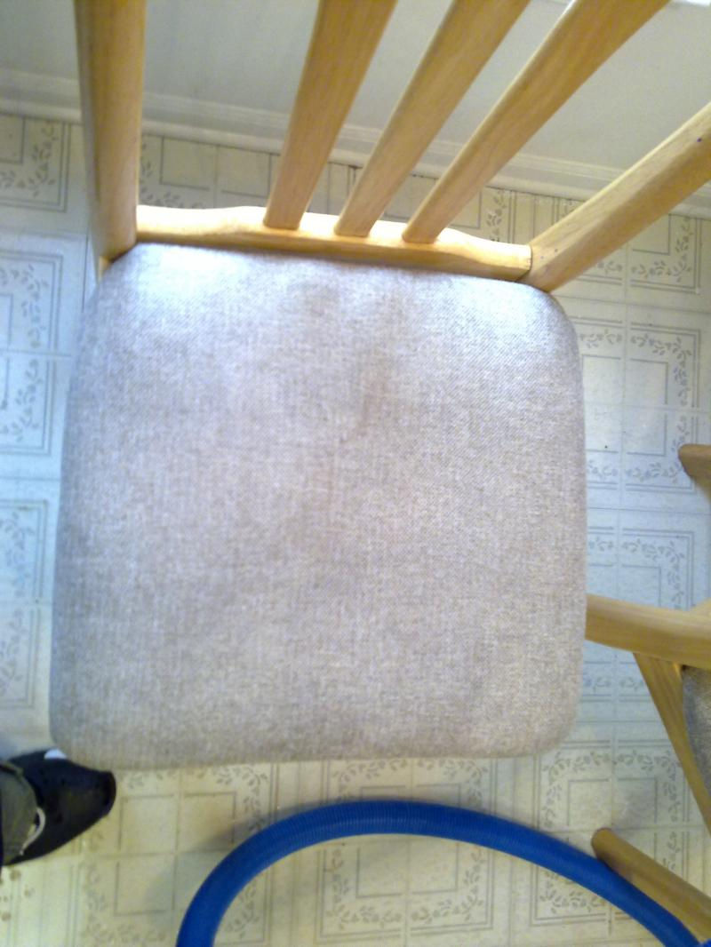 extremeley dirty kitchen chair deep steam cleaning after picture